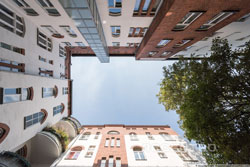 Occupied period-building flat in Wilmersdorf as buy-to-let investment and retirement scheme
